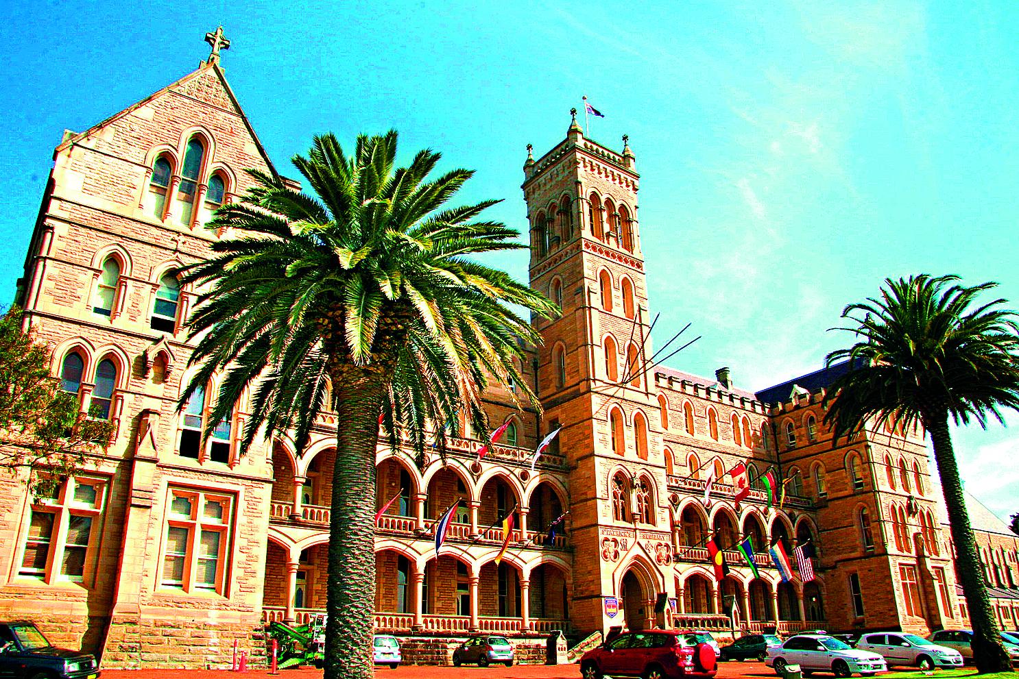 Jednou z hlavních lokací romantického dramatu Velký Gatsby byl ve skutečnosti dům mezinárodní univerzity managementu v Sydney.