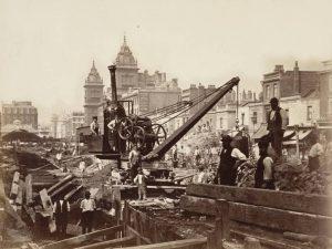 Londýnské metro je otevřeno po třech letech výstavby.