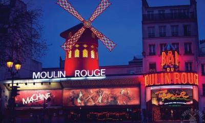 Moulin Rouge znamená v překladu Červený mlýn. Své jméno podnik získal podle větrného mlýnu, umístěného na střeše