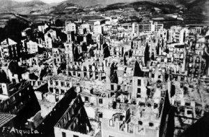Němci a Italové promění tři čtvrtiny města v sutiny.