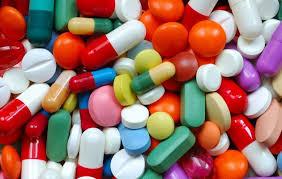 Dnes ale kromě odlišení léčiv mají barvy i hlubší smysl. Zvolením správného odstínu se totiž může zvýšit důvěra pacienta v léčivo.