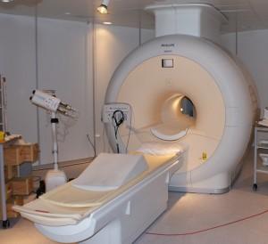 Magnetická rezonance používá k zobrazení vnitřních orgánů velké magnetické pole a elektromagnetické vlnění s vysokou frekvencí.
