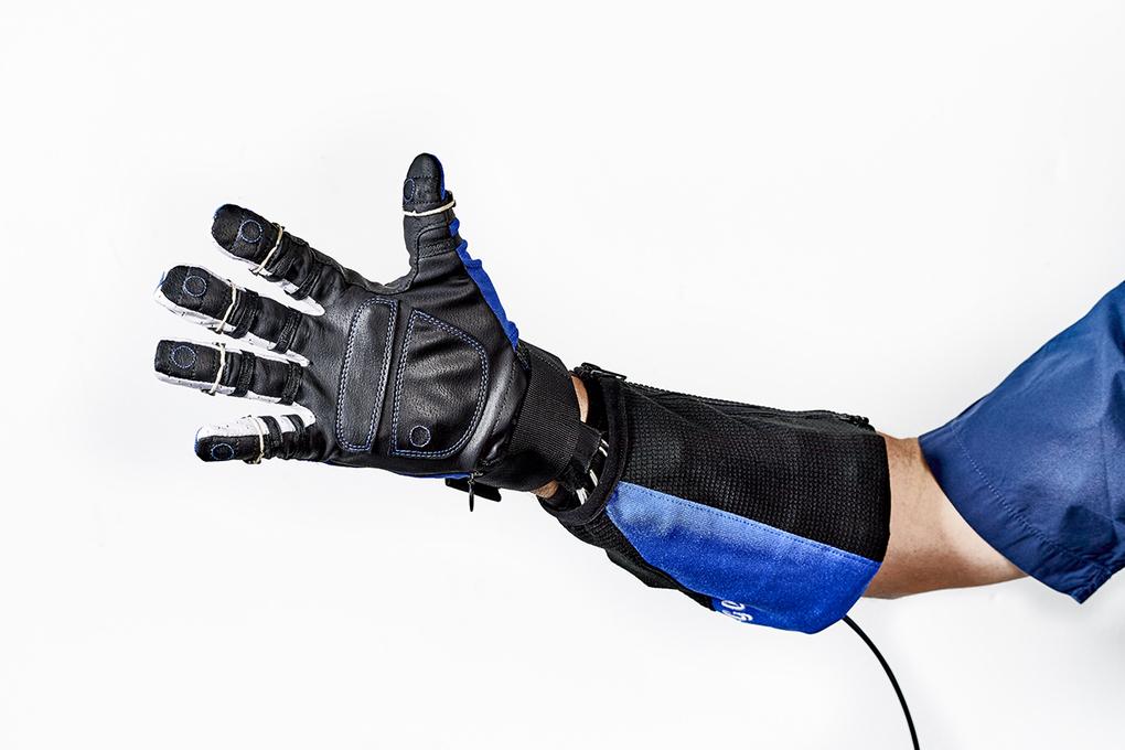 Obr. 3 – RoboGlove
