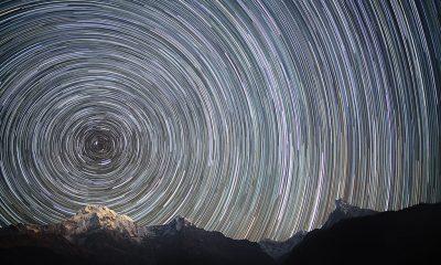 Díky rotaci Země se pohyb hvězd ukáže na fotografii s dlouhou expozicí jako soustředné kruhy.
