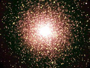 Ve strukturách roje a kulových hvězdokup existují podobnosti.