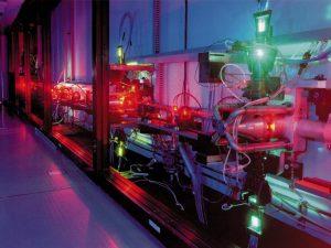 Organické lasery používají jako aktivní prostředí barviva na bázi uhlíku.