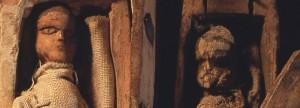 Na základě analýzy oblečení figurek bylo zjištěno, že záhadné rakvičky pochází pravděpodobně z období kolem roku 1930.