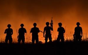 Pokud by byl voják zasažen nepřátelskou střelou, jeho oblek ji dokáže odrazit