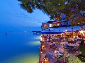 Prominentní hotel Belmond Cipriani se nachází čtyři minuty od benátského Náměstí svatého Marka.