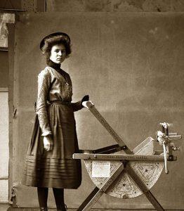 Reklama je jedna věc. Pravdou je, že většinu nejstarších praček muselo obsluhovat hned několik lidí.
