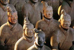 Sochy mají do detailu propracované obličeje. Je možné, že předlohou alespoň pro některé z nich byli skuteční vojáci.