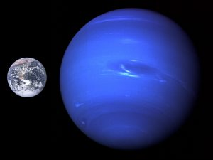 Srovnání velikosti Neptunu a Země.