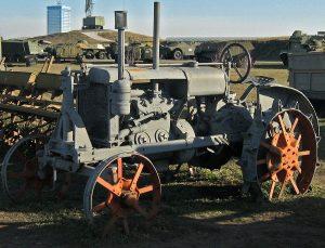 Symbolem sovětského zemědělství byl traktor.