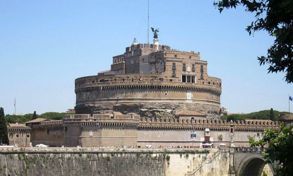 V Andělském hradu hledá záchranu před císařskými vojsky Klement VII. Zbytečně, nakonec stejně musí kapitulovat.