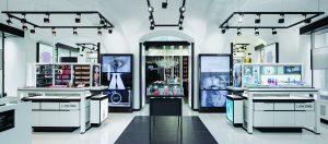 V Lancôme Institute na vás čeká mimo jiné pestrá nabídka vybraných kosmetických produktů a ikonických vůní.