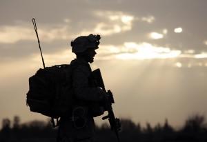 Vybavení, které s sebou voják tahá a vláčí, může vážit pěkných pár kilogramů.