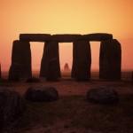 Stonehenge nebyl osamělou stavbou, archeologické vykopávky a průzkumy ukazují, že okolo bylo daleko živěji, než se předpokládalo.