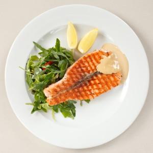 Ryby se na pánvi nerozpadají, když na dno nalijeme trochu citronové šťávy.